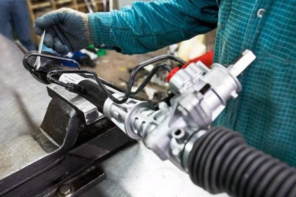 Как можно проверить работоспособность своей рулевой рейки, и отрегулировать при необходимости.